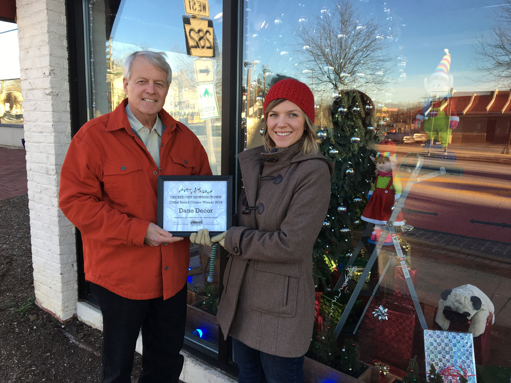 dane dcor president hank hamilton receiving certificate from becca settle chairwoman of downingtown main street association - Dane Decor