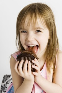 girl-with-cupcake-image